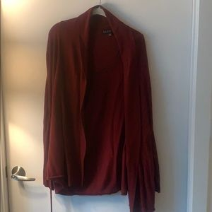 Burgundy 22/24 cardigan with sewn-in tie